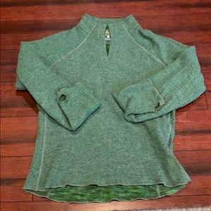 Mountain hardware green sweater